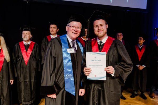 Graduierung – Christopher Reischel zum MBA