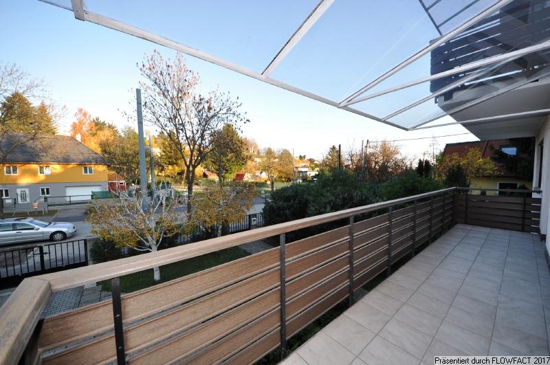uberdachter balkon With französischer balkon mit solarlampen garten winter