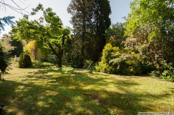 Breitenfurt OST – ebener Baugrund mit Sommerhaus