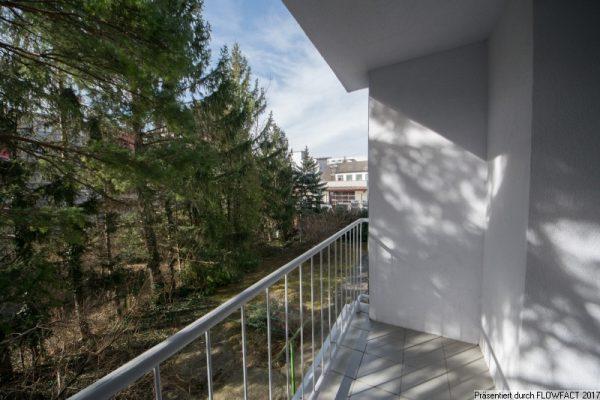 Mit schöner Loggia und Blick ins Grüne – nahe S-Bahn