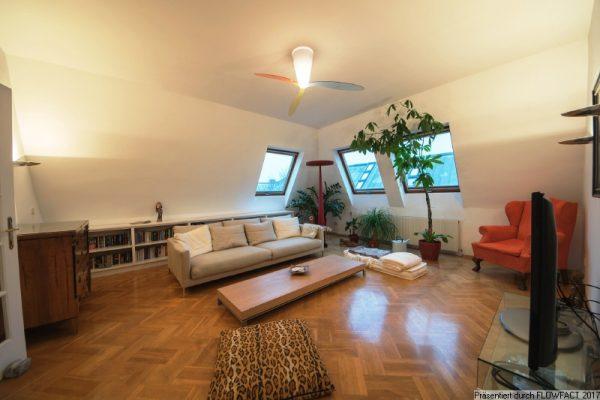 Helle Dachgeschosswohnung – komplett ausgestattet